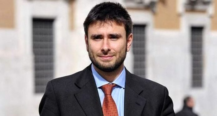 Di Battista ex deputato 5 stelle