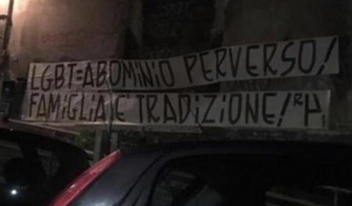 Striscione contro il circolo omosessuali Mario Mieli
