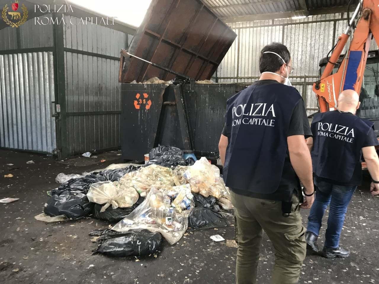 Scoperto deposito illegale di rifiuti