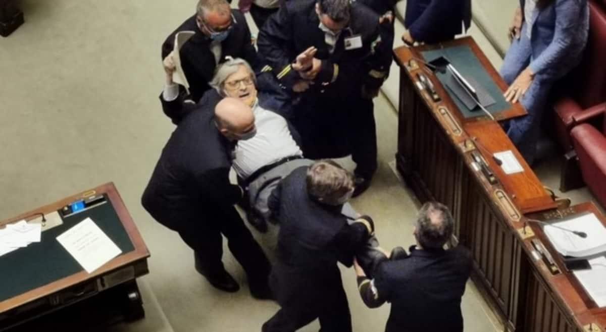Montecitorio Sgarbi espulso