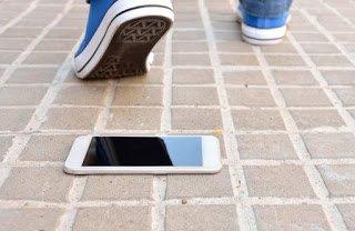 Roma - Aggrediscono 3 sedicenni per il loro smartphone
