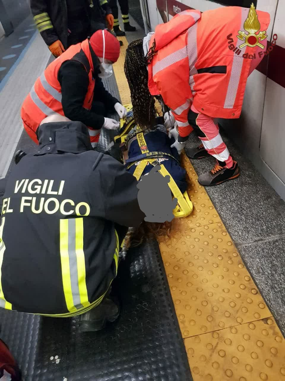 ROMA - Vigili del fuoco salvano 26enne